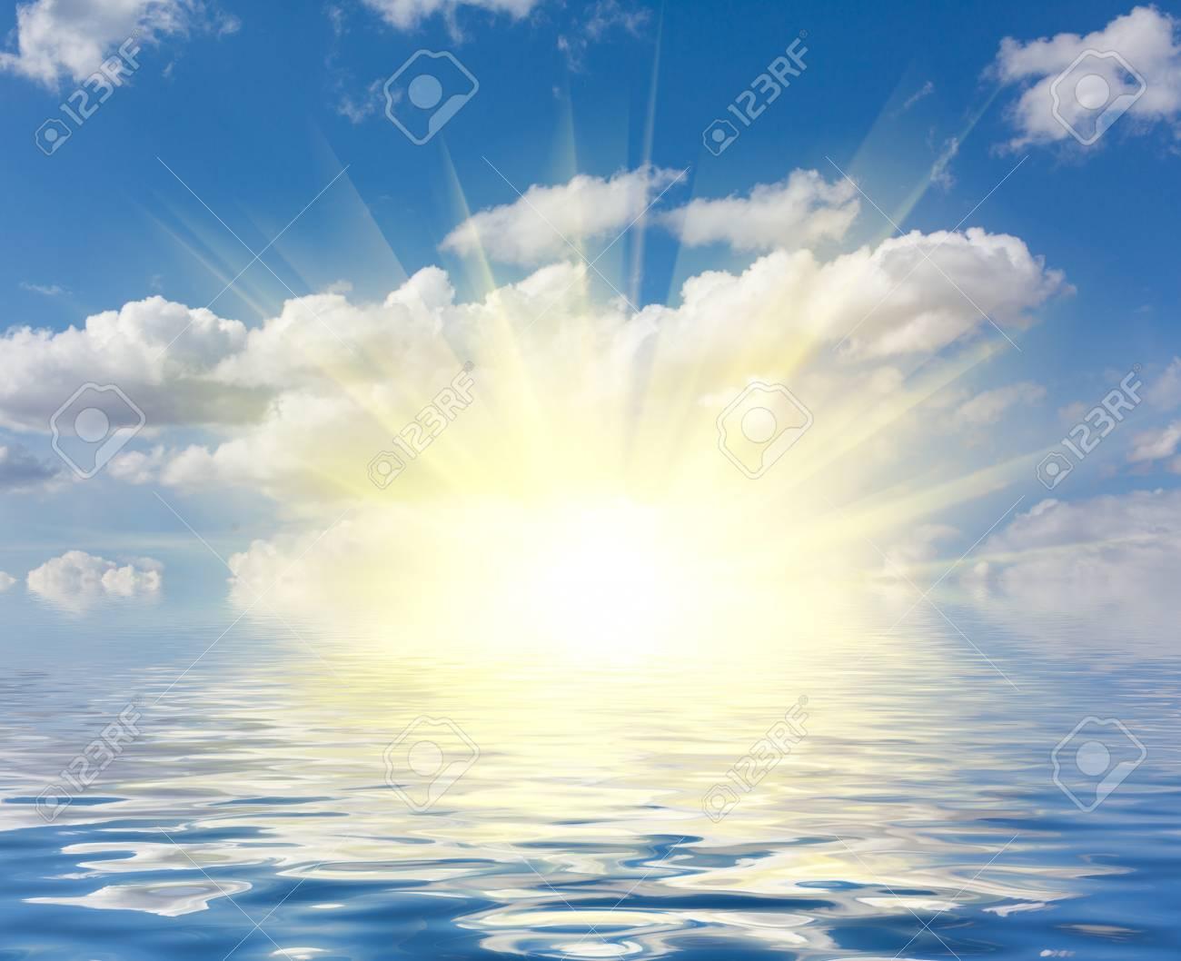 完璧な空と明るい日差しと海の水 の写真素材・画像素材 Image 45664006.