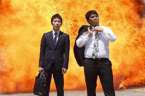 冗談じゃねぇ】リアル体験の特撮爆破はすごかった! ナパームの大火炎 ...