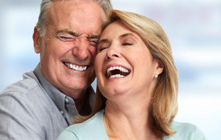 離婚しました!』離婚したカップルが笑顔でパチリ 離婚セルフィーが ...