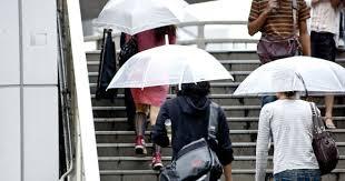 """ホントやめて!雨の日に""""イラッ""""とさせられる傘の使い方 – grape ..."""