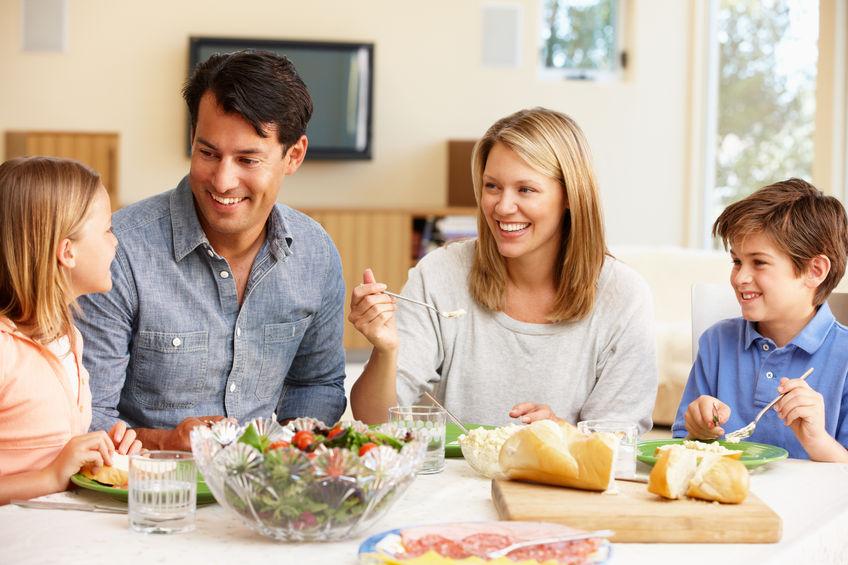 家族で食事をすることの大切さ!成長段階ごとに変化する団欒の意義