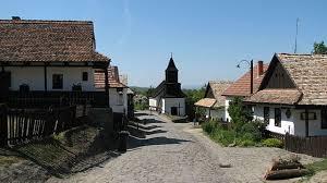 ハンガリーで最も美しい村、世界遺産ホローケーの古村落とその周辺地域 ...