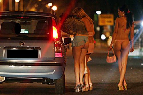 売春禁止!美人立ちんぼ大量発生!イタリア・ローマの風俗遊びの立ちん ...