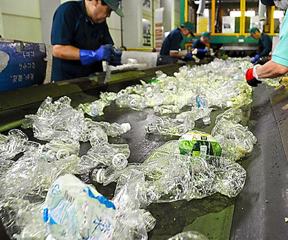 プラごみリサイクル、現場では 分別不足、手作業で選別:朝日新聞デジタル