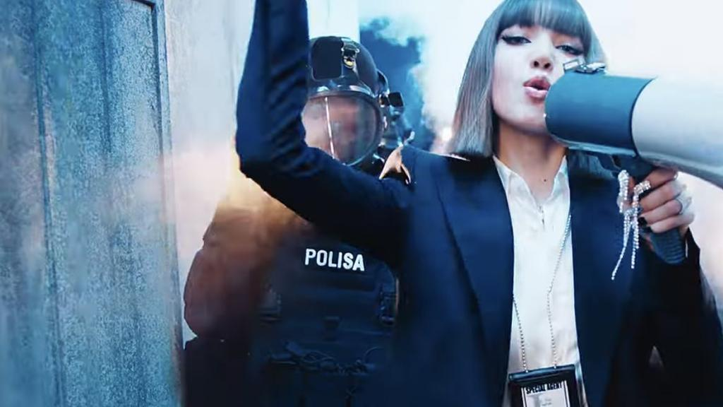 7 moments from Blackpink member Lisa's LALISA video that scream ...