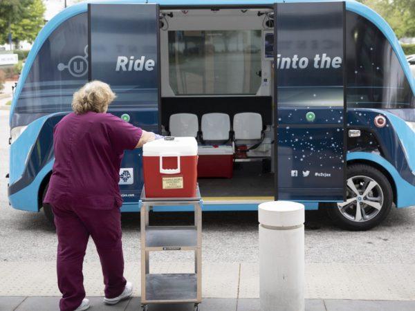 米フロリダで自動運転シャトルが新型コロナテスト検体や医療物資を運搬 ...