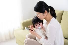 子育てママに便利な「無料アプリ」は? 悩み相談から予防接種管理まで ...