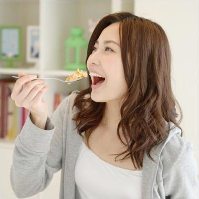 """三段重ねパンケーキの""""美しい""""食べ方とは? – アサジョ"""