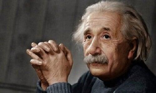 アルベルト・アインシュタイン:革命的天才の略歴 - こころの探検
