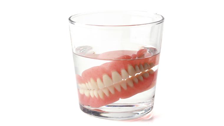 部分入れ歯・総入れ歯・ブリッジの適切なお手入れ方法 | Lidea ...