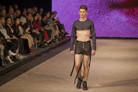 披露する服をまるごと忘れてきたが私服を適当に切って歩いたらなんとか ...
