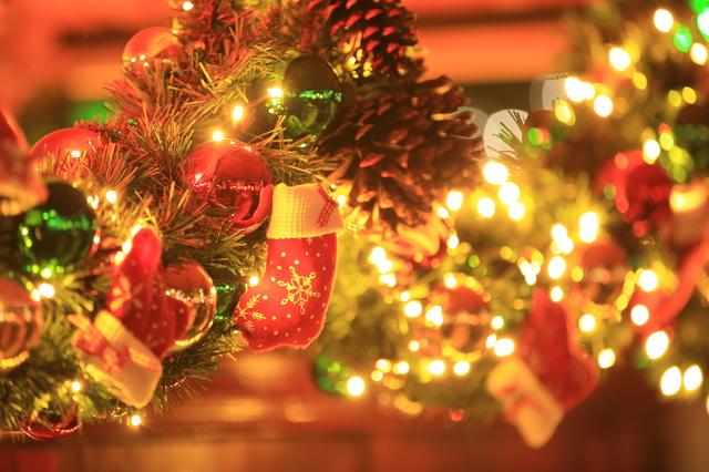 クリスマスの由来は?日本で定着するまでの歴史と外国でのクリスマスの ...