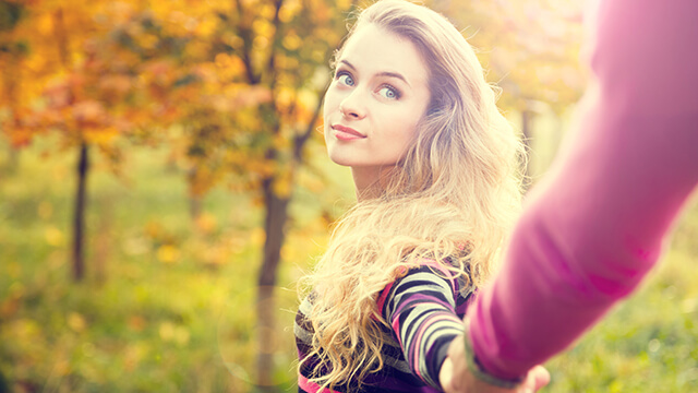 手をつなぐ前の女性のセリフに、男性が思わず「可愛い!」とグッとくる ...