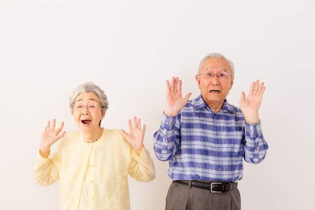 高額生命保険に驚くシニアカップル – オコマリブログ