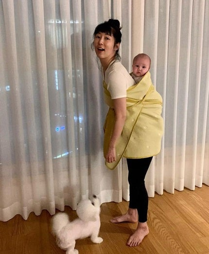 藤田小百合、韓国のおんぶ紐に挑戦「ポデギは難しい」 - モデルプレス