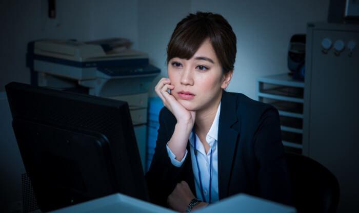 職場が暗いから辞めたいって人は転職していいと思う理由|タシテク
