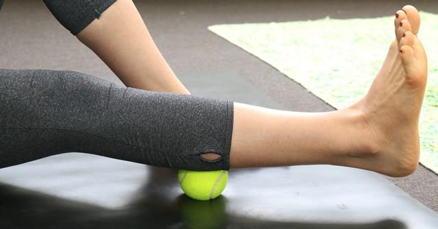 転がすだけで全身痩せ!?いま話題の「テニスボールダイエット」の効果 ...