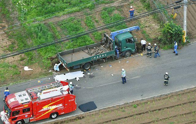 小学生の列にトラック、5人死傷 逮捕の60歳男から基準値超える ...