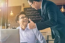 職場の空気を変えよう!やる気を上げる褒め方のコツ | 働き方改革ラボ