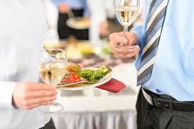 ビジネスシーンで気を付けたい、立食パーティーのマナー | お仕事 | PORTA
