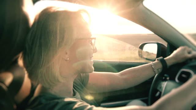 4,270点の運転 笑顔のビデオクリップ/映像 - Getty Images