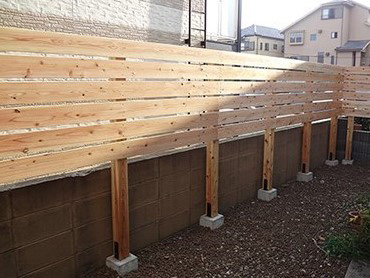 エコアコールウッドの目隠しフェンス|グリーンケア|お庭のデザイン ...