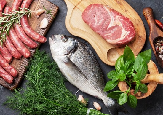肉や魚を食べないと、内臓障害やアルツハイマー病のリスク増?専門家が解説