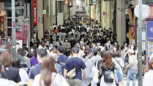 肩ぶつかるほど混み合う…大阪の繁華街に集まる人・人・人「仕事で土日 ...