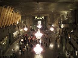 世界の絶景】塩の礼拝堂まで!?ポーランドの世界遺産・ヴィエリチカ ...