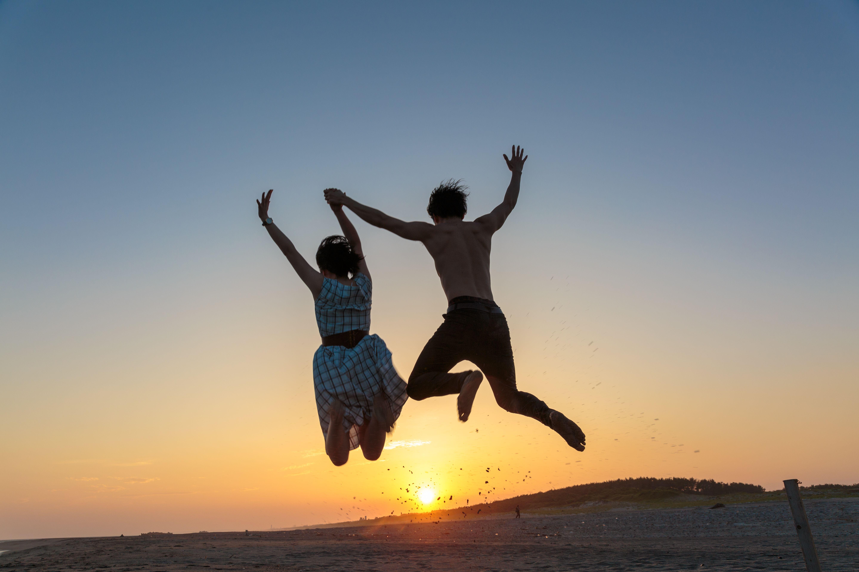 サンキューカップルジャンプ | カップル, 砂丘, 彼女 に