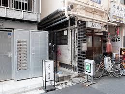 名店は路地裏に。『新橋 纏』のイカの香りを纏った鶏白湯ラーメン ...