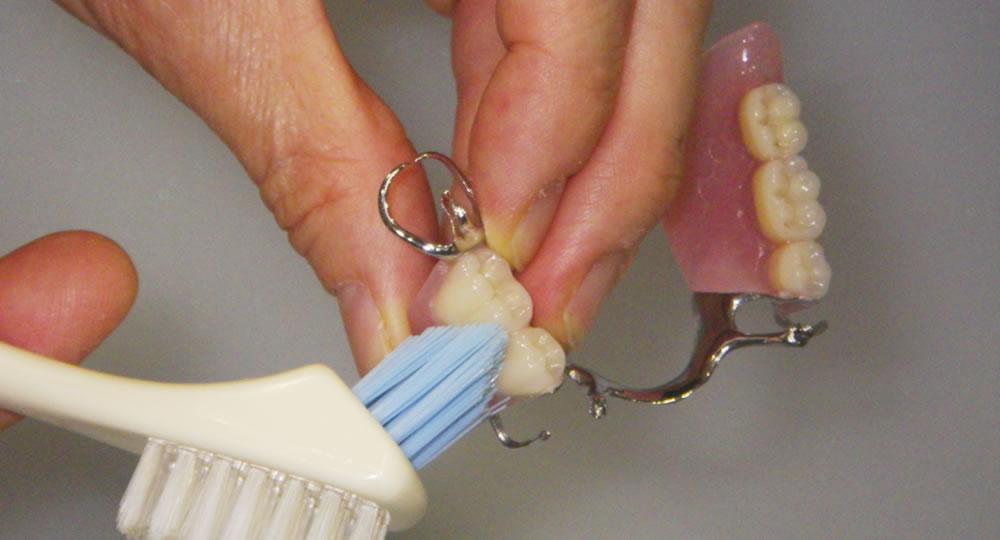 入れ歯治療後のお手入れ・洗浄・メンテナンス|義歯専門の萩原歯科医院