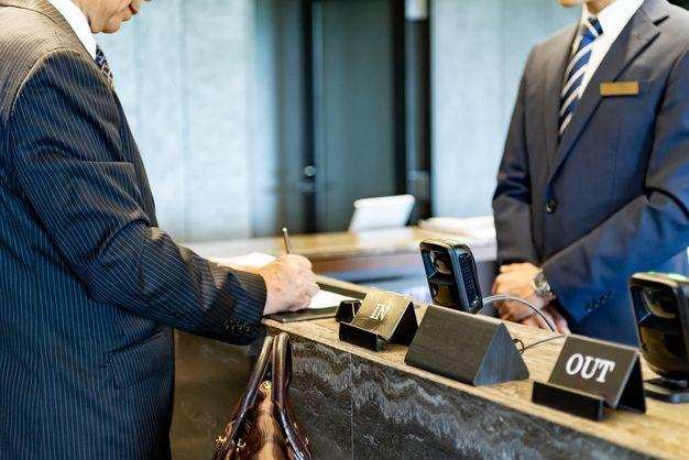 ビジネスホテルフロント求人の募集内容は?ナイトフロントはキツい ...