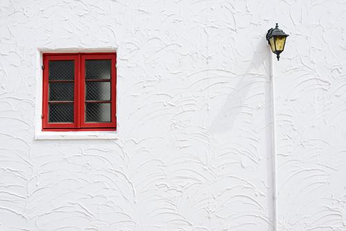 白い外壁はやっぱり汚れやすいの?実際に汚れにくくするコツと色選びの ...