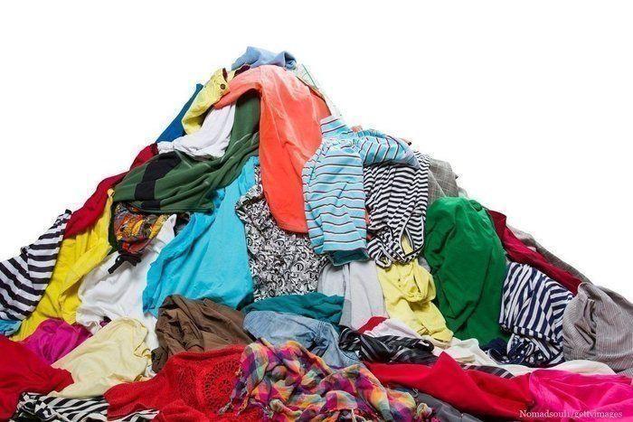 汚部屋一直線!衣類で部屋が散らかる人の特徴5つ | サンキュ!