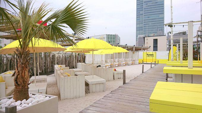 都心に白砂ビーチ!「ワイルドビーチ新宿」で至福のリゾートタイムを ...