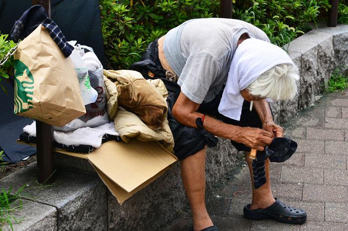 なぜ普通の日本人が住所不定に?コロナ下の現状維持は経済死につながる ...