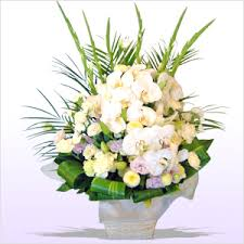 お悔やみ お供えの花 供花 (白い胡蝶蘭をメインに白系/アレンジ)