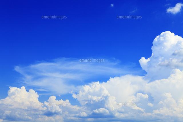 夏空と雲[11076009784]の写真素材・イラスト素材 アマナイメージズ