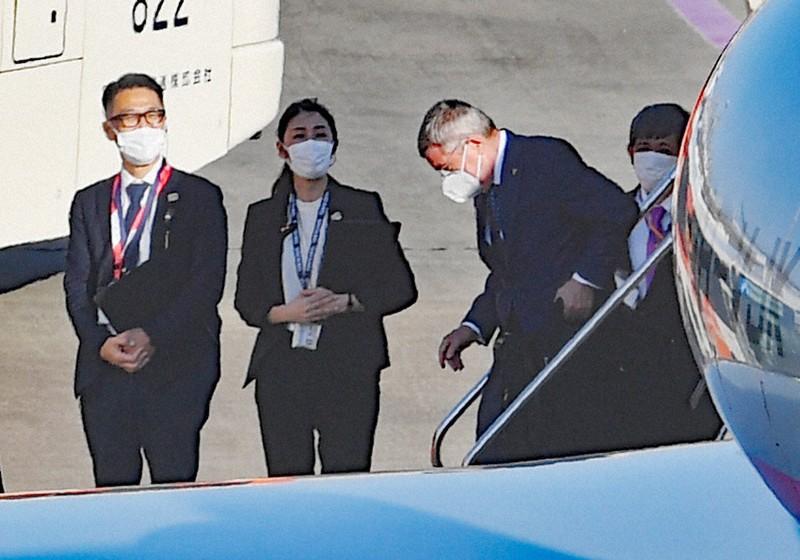 バッハ会長、来日 きょう首相らと会談   毎日新聞