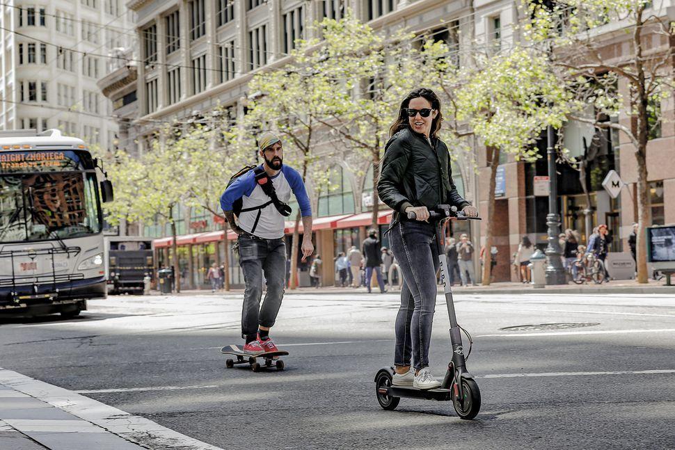 サンフランシスコ、電動キックスクーターのレンタル許可にUberら12社が ...