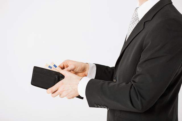 お支払は「男」の見せ場!使いやすいメンズ財布ブランドランキング10!