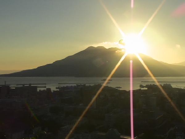 桜島から輝く朝日/癒し憩い画像データベース(23323)