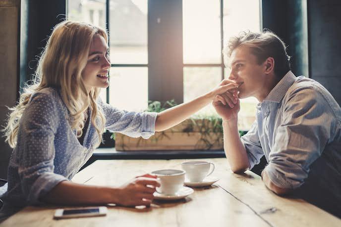 男が見せるデート中の脈ありサイン。好意をよせる女性にとる行動とは ...