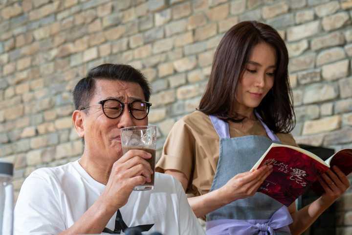 """共演NG:中井貴一の""""妻""""山口紗弥加に反響続々 「怪演」「ひたすら怖い ..."""