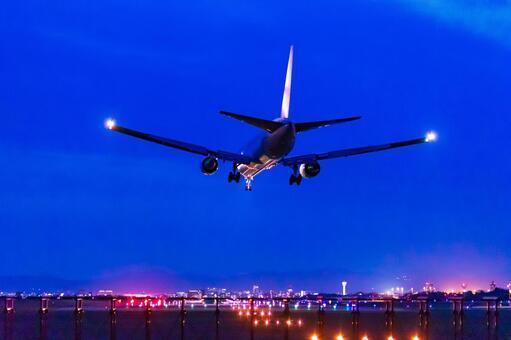 夜間飛行の写真素材|写真素材なら「写真AC」無料(フリー)ダウンロードOK