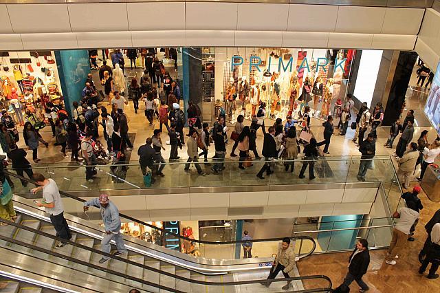 五輪メーン会場前の巨大ショッピングモールが開店しました ...