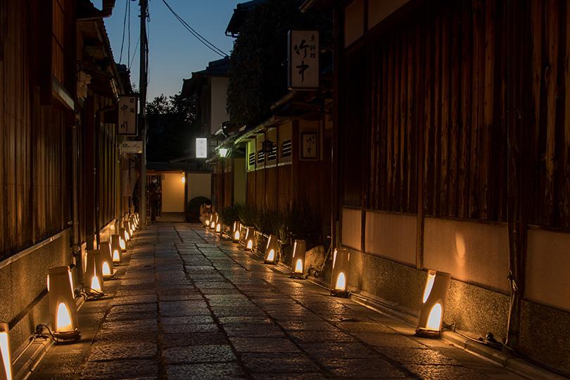 石塀小路 ~石畳が織りなす風情ある小路~|観光|FunJapo|京都観光 ...