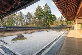 龍安寺 石庭-【世界遺産】実は15石を同時に眺められる石庭だった ...
