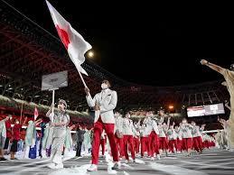 東京オリンピック開会式の選手入場行進で日本選手団の旗手を務めた八村 ...